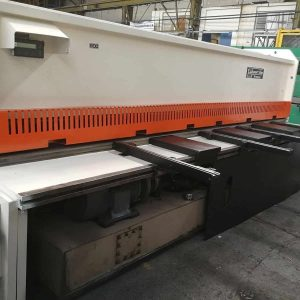 Used Edwards 4 Metre x 10 mm Hydraulic Guillotine