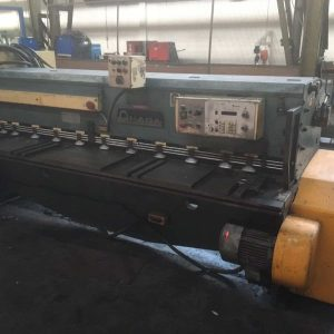 Used Amada M2545 high speed mechanical Guillotine / shear