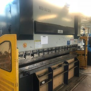 Used Mantech W67K-100/3200 hydraulic downstroke pressbrake